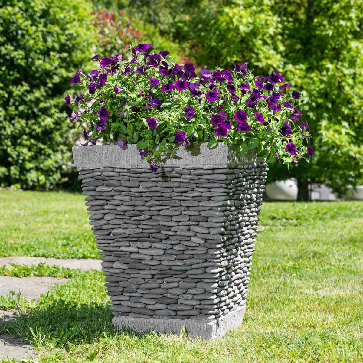 Pot de jardin en galet de rivi re carr naturel h 50 cm for Decoration exterieur jardin zen pierre