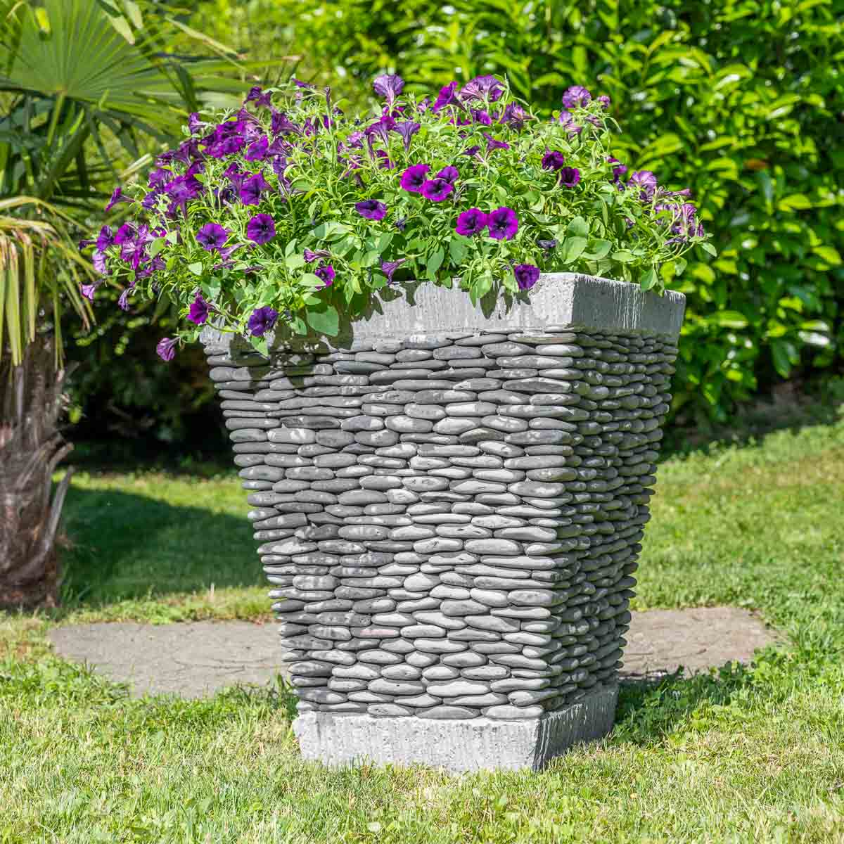 Pot de jardin en galet de rivi re carr naturel h 50 cm for Deco jardin galet