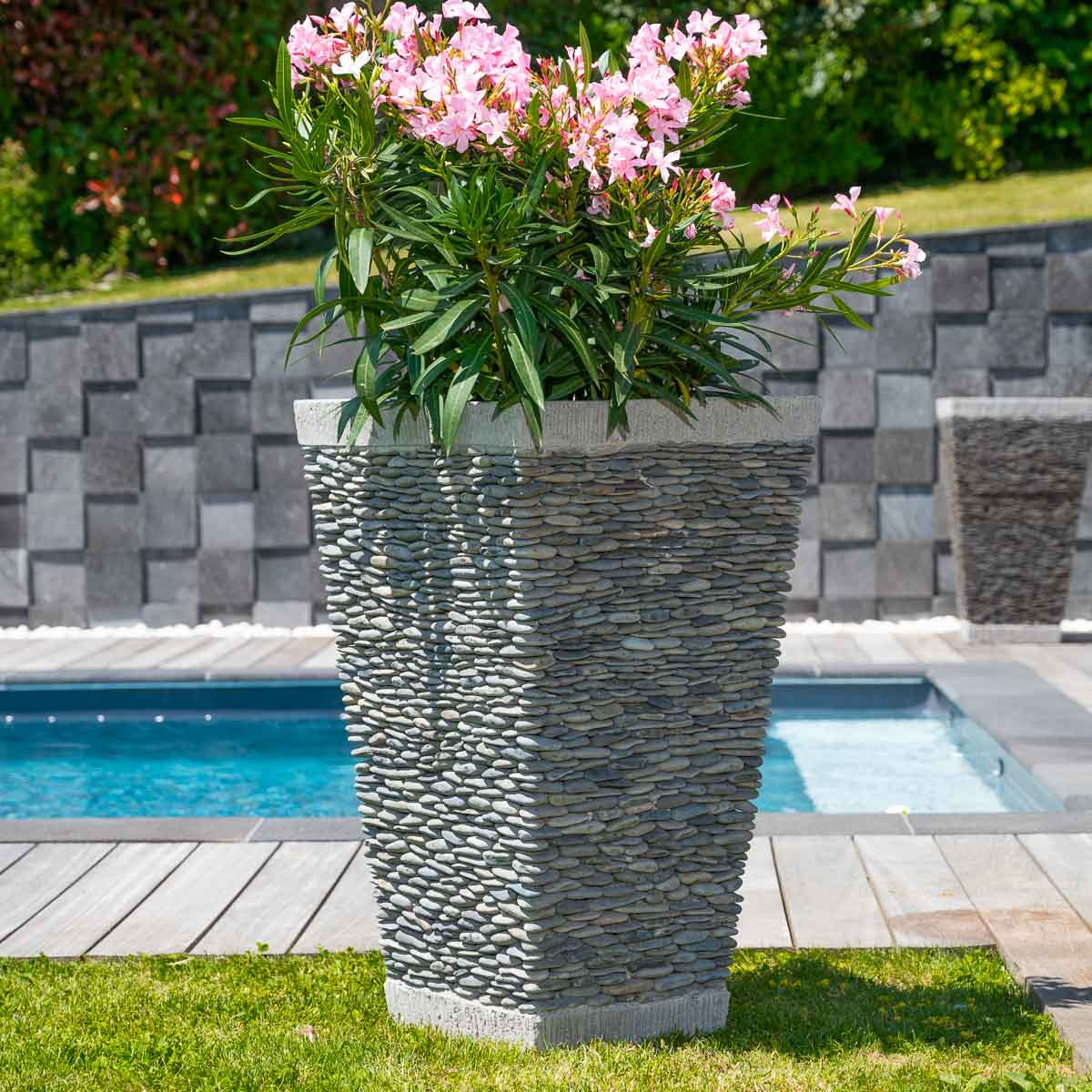 Pot de jardin en galet de rivi re carr naturel h 80 cm for Decoration exterieur jardin zen pierre
