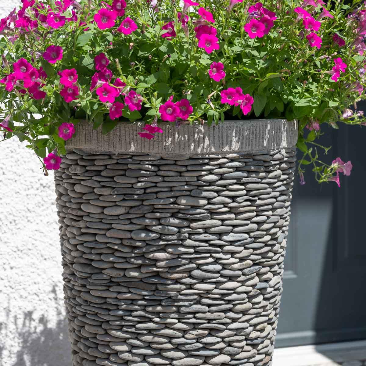 Pot de jardin en galet de rivi re conique naturel h for Carrelage galet exterieur