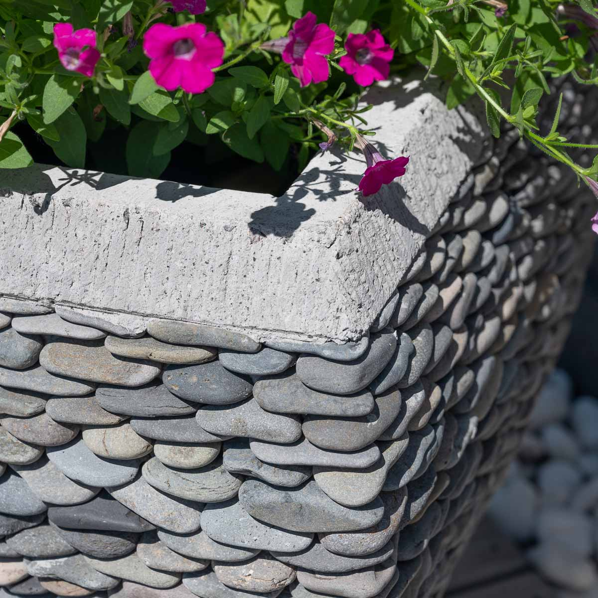 Pot de jardin en galet de rivi re galb naturel h 50 cm for Deco jardin galets zen