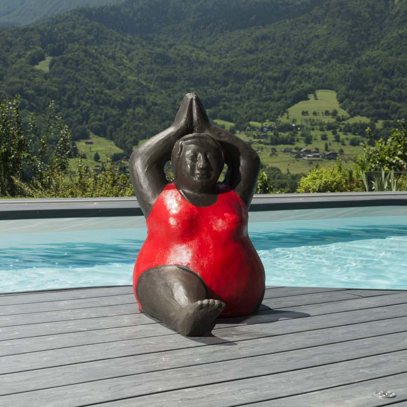 Sculpture de grosse femme en rouge - Sculpture de jardin contemporaine ...