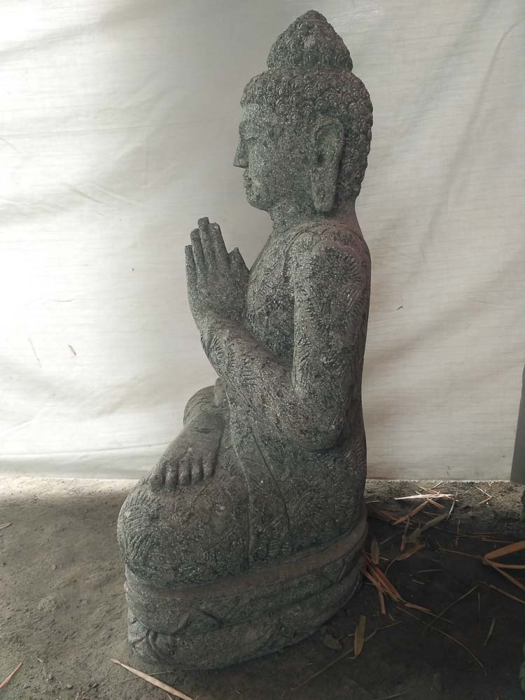 statue bouddha assis en pierre volcanique pri re jardin. Black Bedroom Furniture Sets. Home Design Ideas