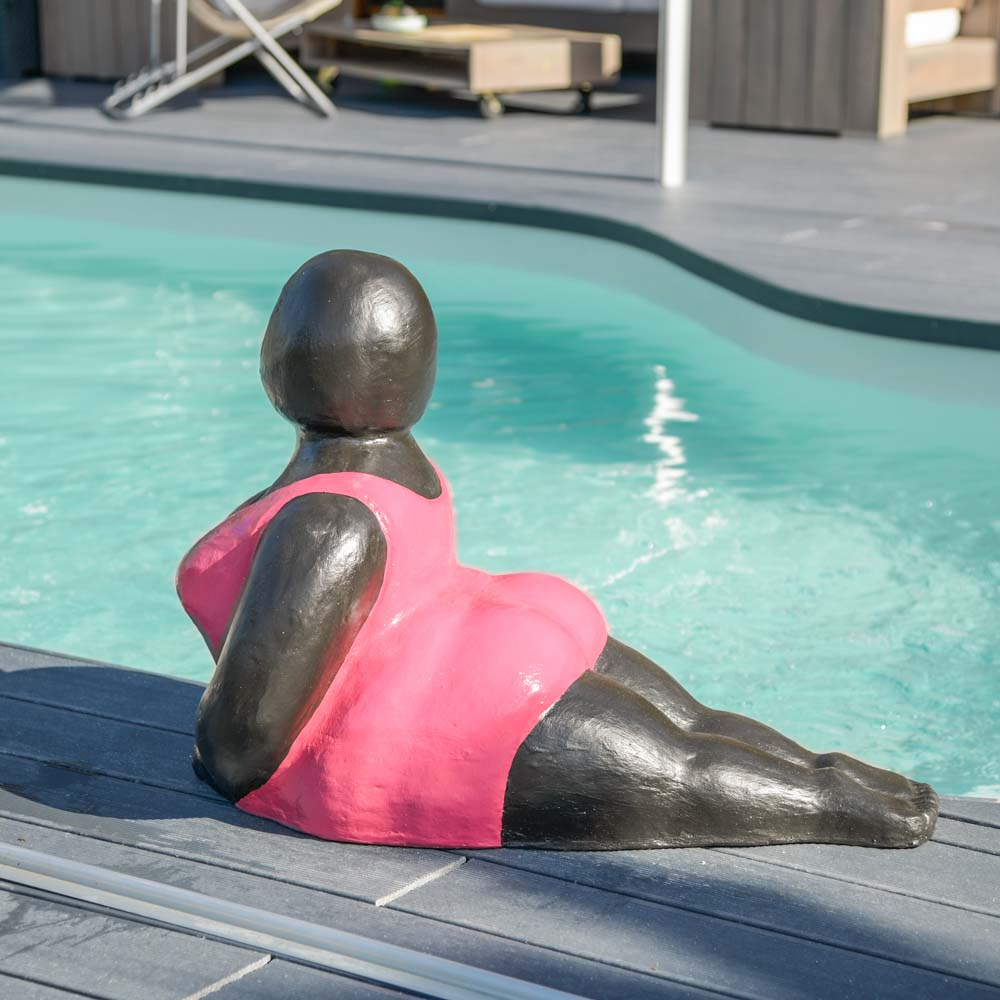 Sculpture Femme Ronde Colorée statue contemporaine femme ronde position yoga fuschia