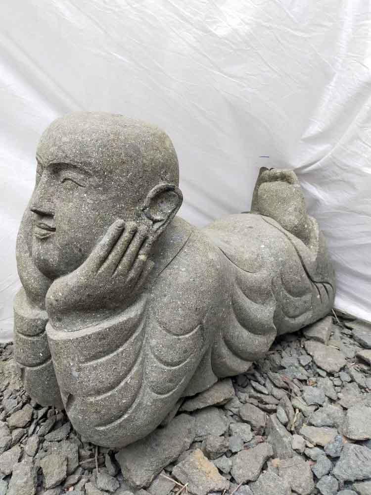 statue statue de jardin moine couch pierre volcanique 1m. Black Bedroom Furniture Sets. Home Design Ideas