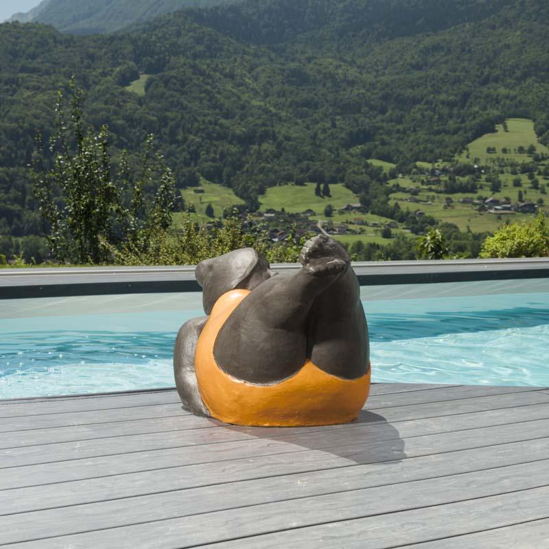 statue femme contemporaine orange. Black Bedroom Furniture Sets. Home Design Ideas