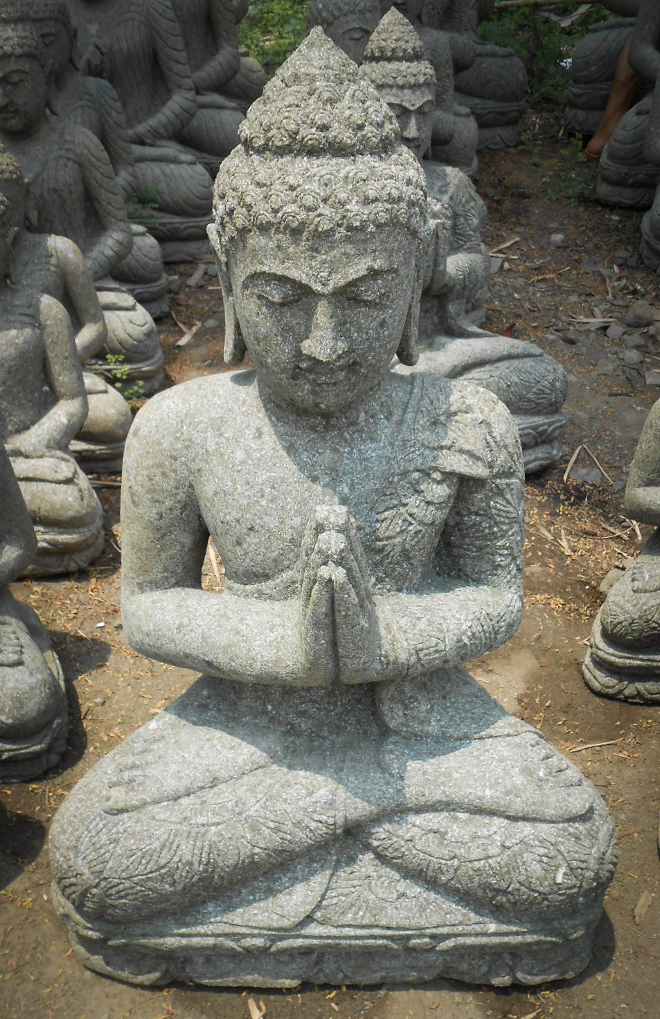 Statue jardin bouddha assis pri re pierre naturelle 83 cm for Bouddha jardin zen
