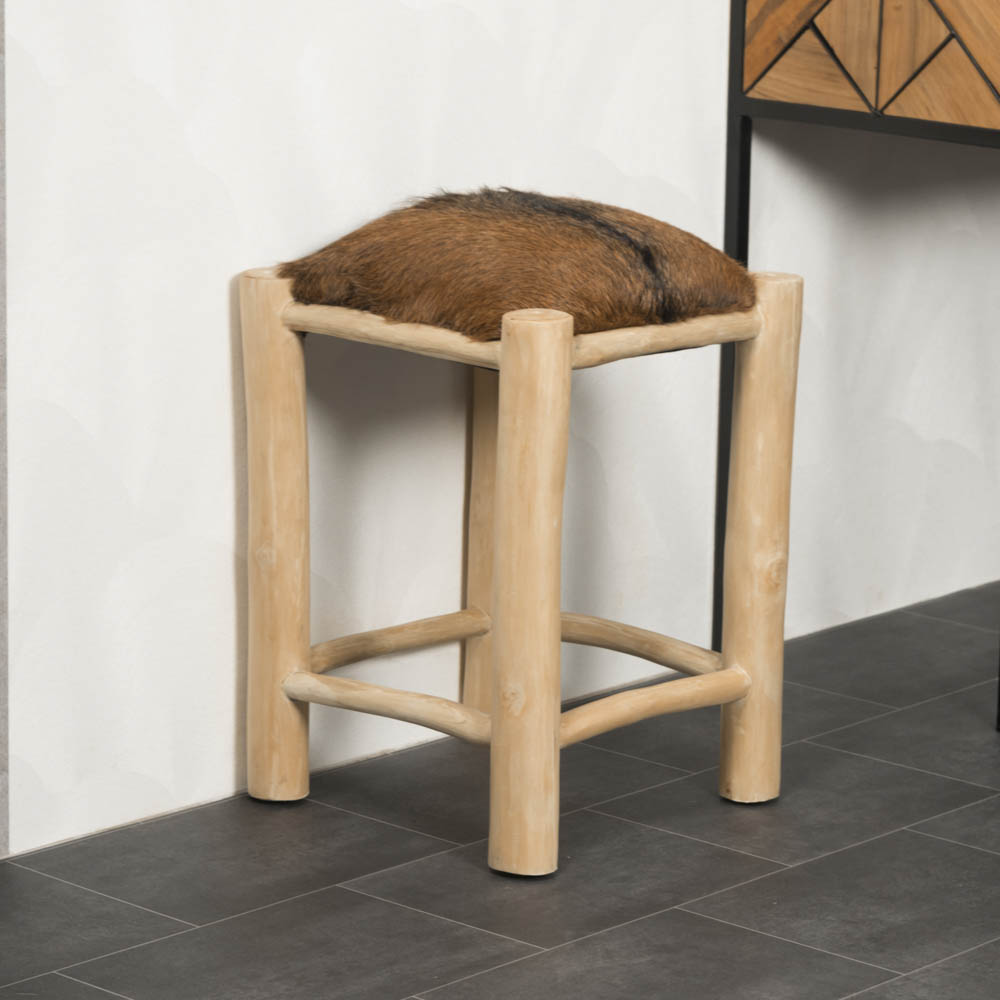tabouret bois tabouret design carr en peau de ch vre lodge. Black Bedroom Furniture Sets. Home Design Ideas